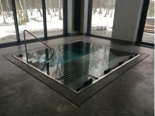 Гидромассажный бассейн с лежанкой